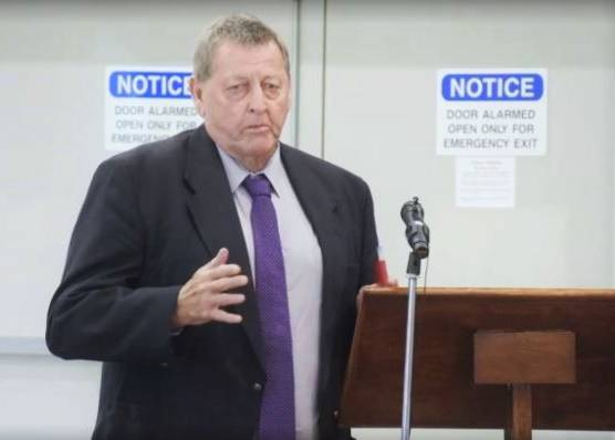 Councillor McAlister speaking at the NSW Boundaries Commission inquiry into the de-amalgamation proposal in Cootamundra on Wednesday.